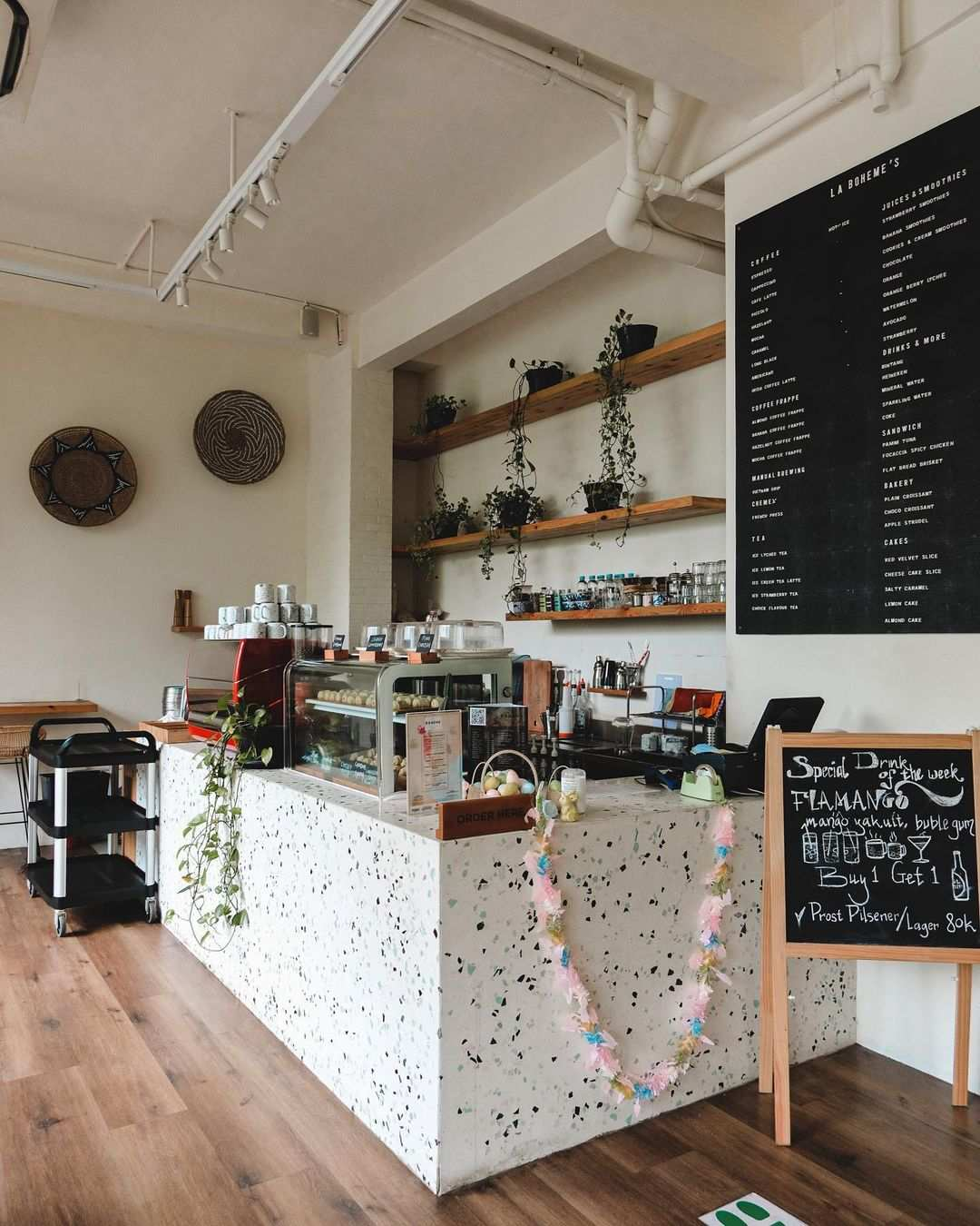 Bagian Dalam La Boheme Cafe Jakarta Image From @nandarasman