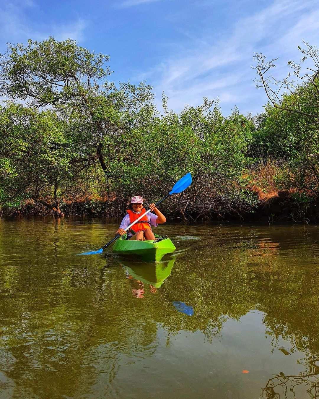 Bermain Cano Di Hutan Mangrove PIK Image From @igphotographer1