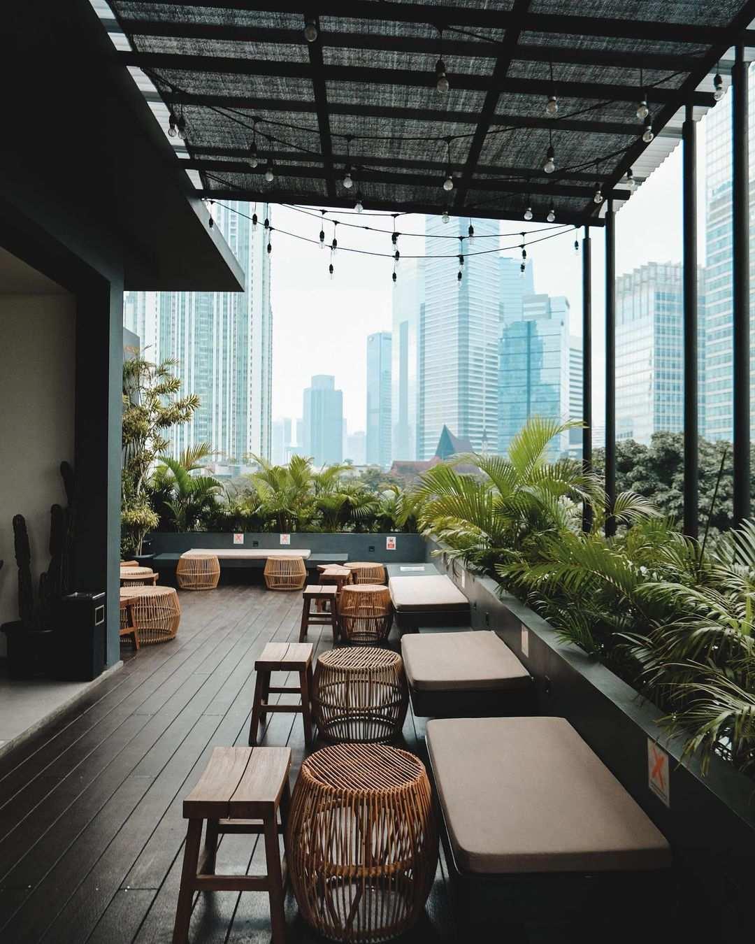 Pemandangan Kota Di La Boheme Cafe Image From @nandarasman