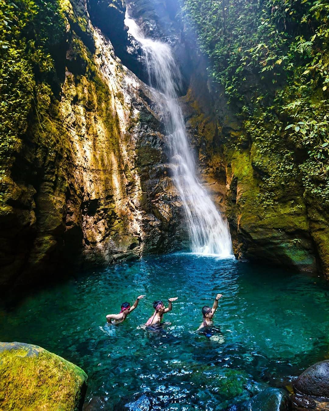 Berenang Di Air Terjun Walet Bogor Image From @nafisfauzan_