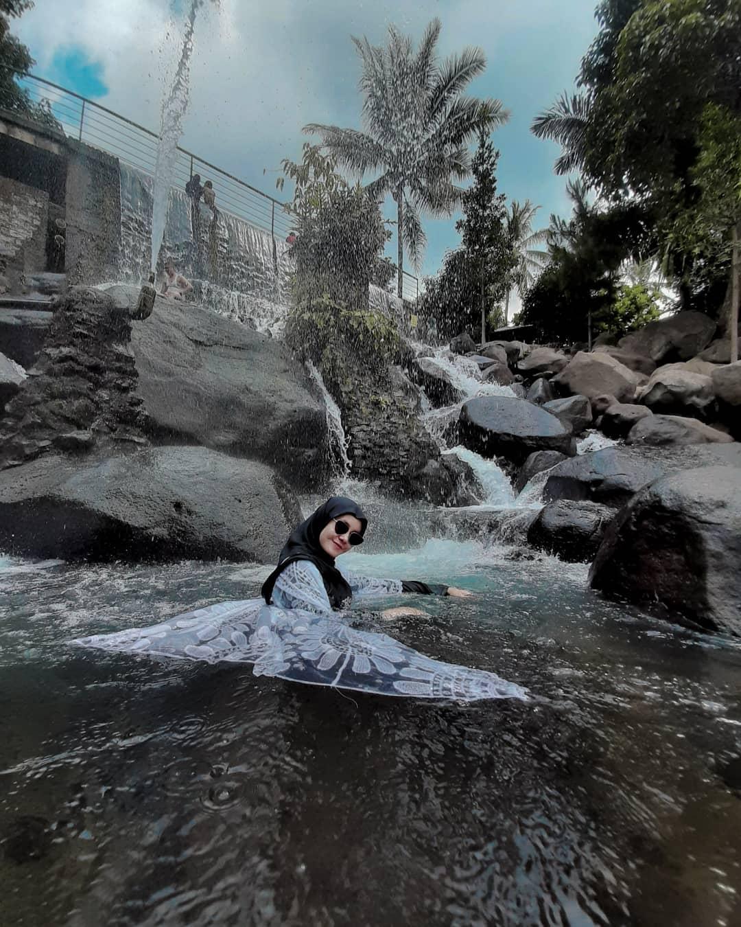 Berendam Di Taman Batu Purwakarta Image From @ulfaaaahf