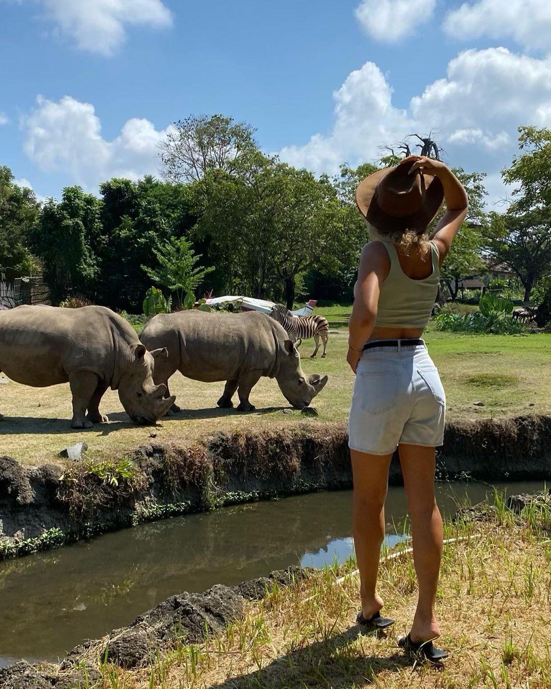 Berfoto Dengan Badak Di Bali Safari Image From @inguskey