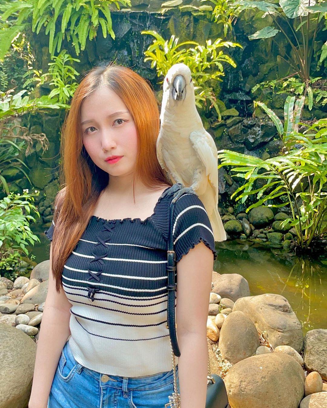 Berfoto Dengan Burung Kakatua Di Faunaland Ancol Image From @evy_christina