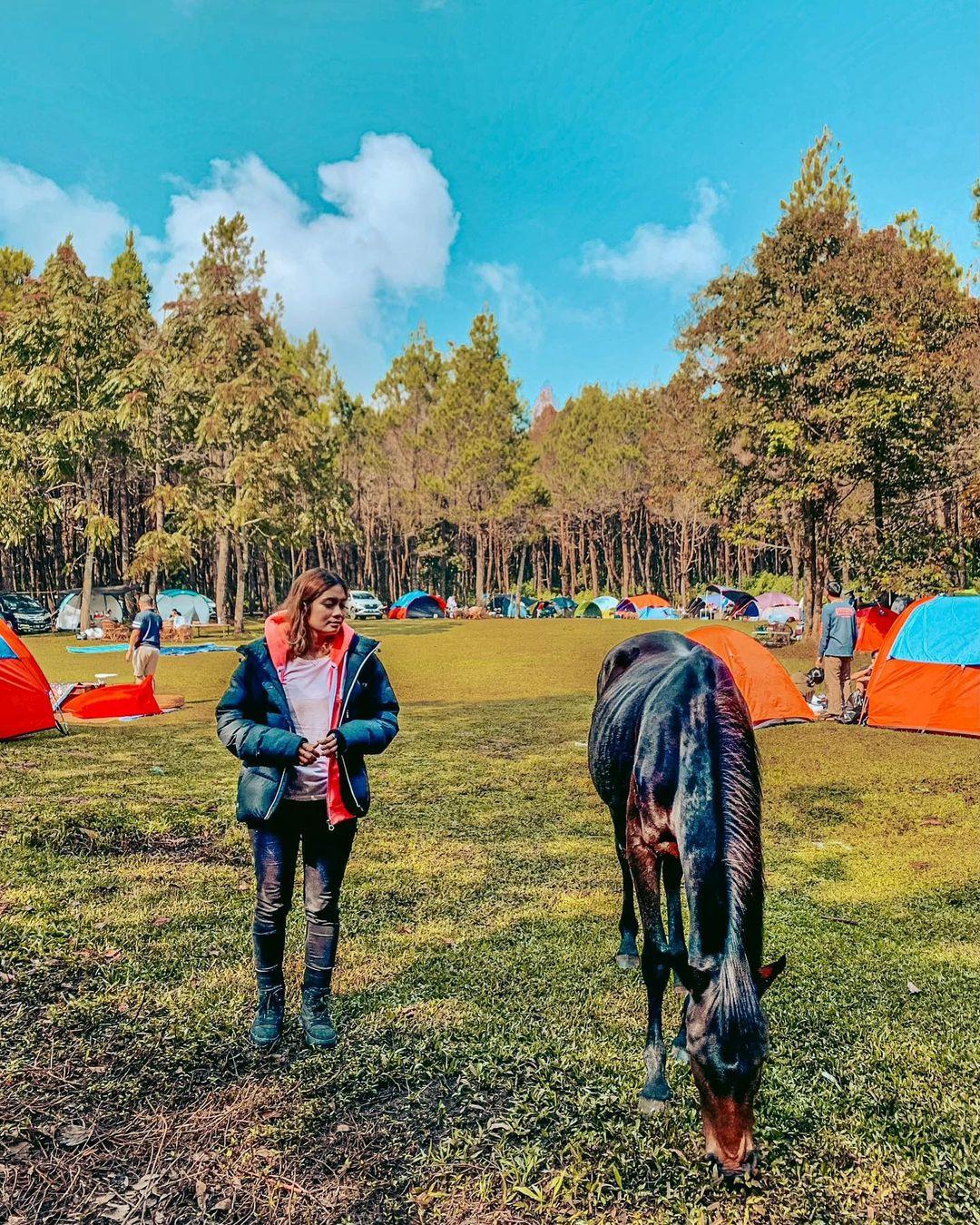 Berfoto Dengan Kuda Di Jungle Milk Lembang Image From @_mels711_