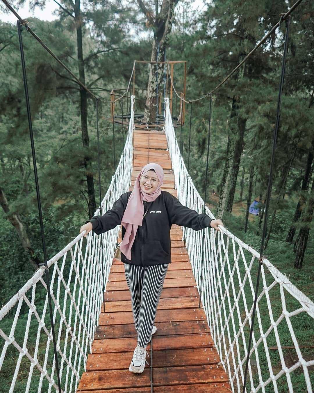 Berfoto Di Jembatan Yang Ada Di Wana Wisata Clirit Tegal Image From @listya_erni