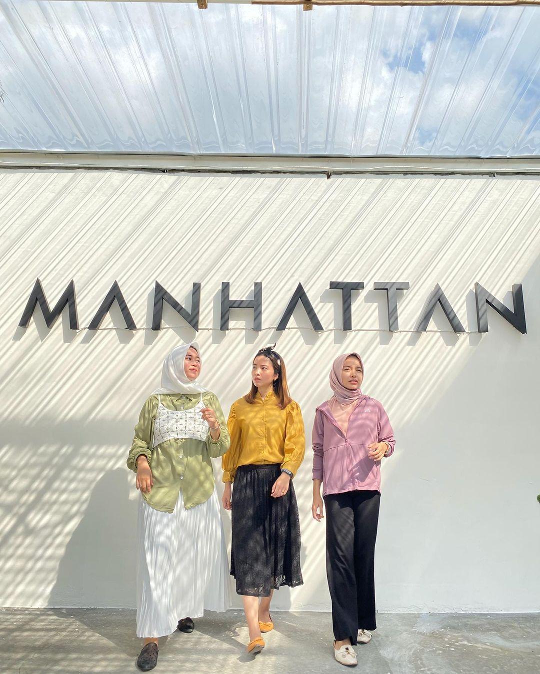 Berfoto Di Tulisan Manhattan Cafe Image From @annaline98