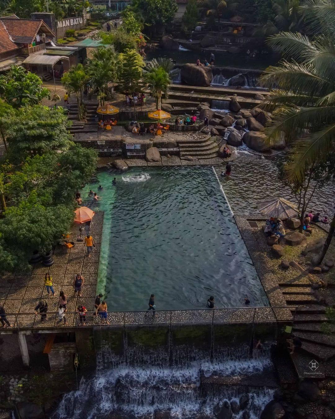 Kolam Yang Ada Di Taman Batu Purwakarta Image From @onepointouw_