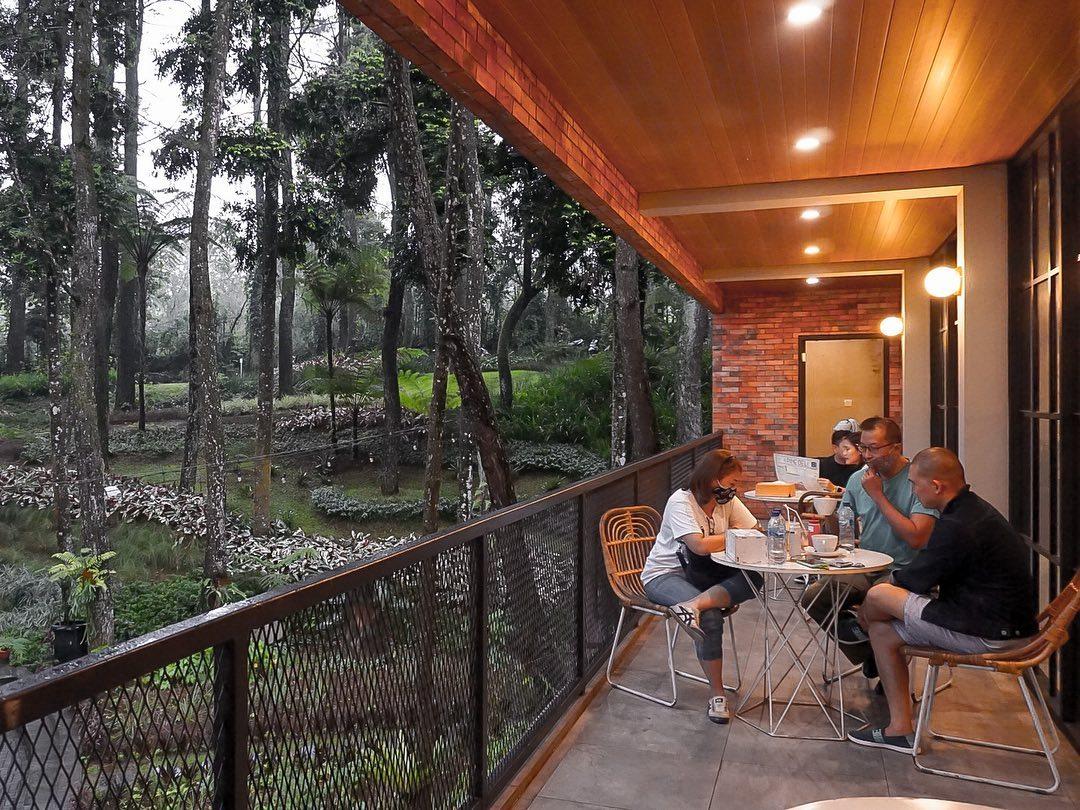 Lantai 2 Di The Lake House Bogor Image From @derilpasaribu