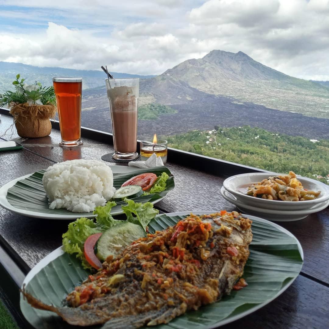 Makan Dengan View Pemandangan Di La Vista Coffee Kintamani Image From @raissanugrahitaputri