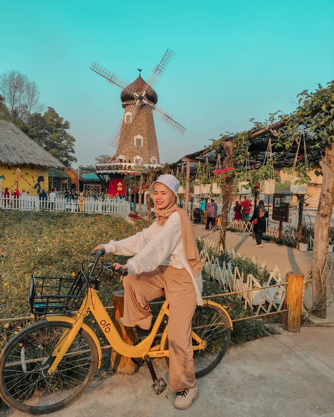 Mengelilingi Asia Farm Menggunakan Sepeda Image From @sarah_tahlan
