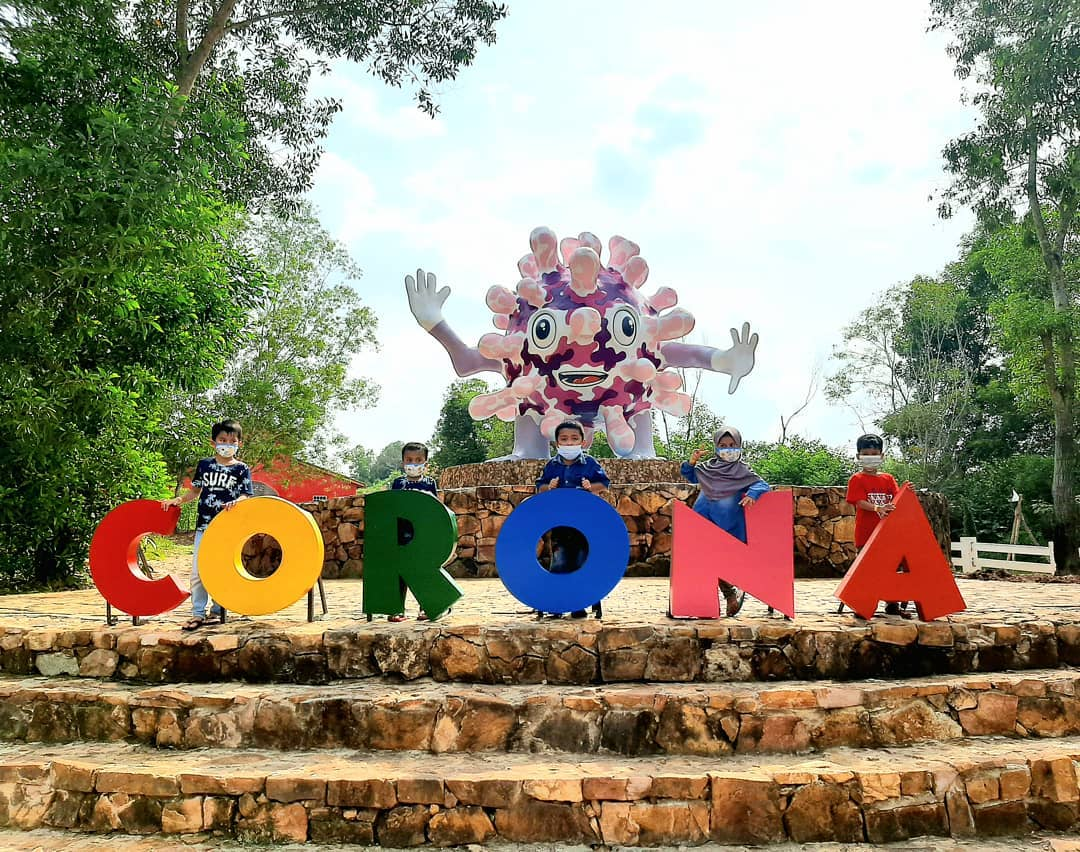 Patung Corona Di Asia Farm Image From @sirvadayani