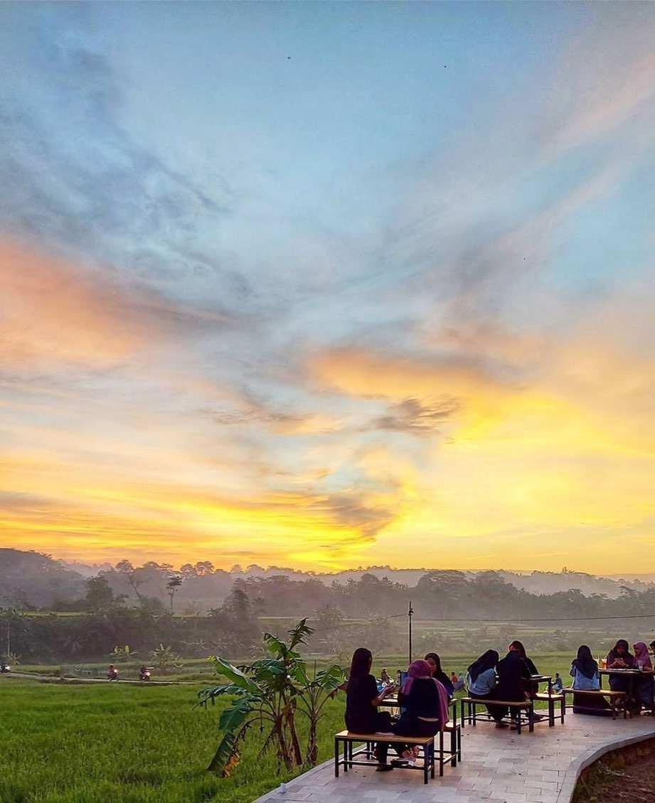 Pemandangan Di Cafe Rolet View Jepara Image From @jepara Scenery