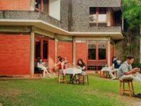 Pengunjung Di Cafe Dia Image From @spotsantai Jkt_