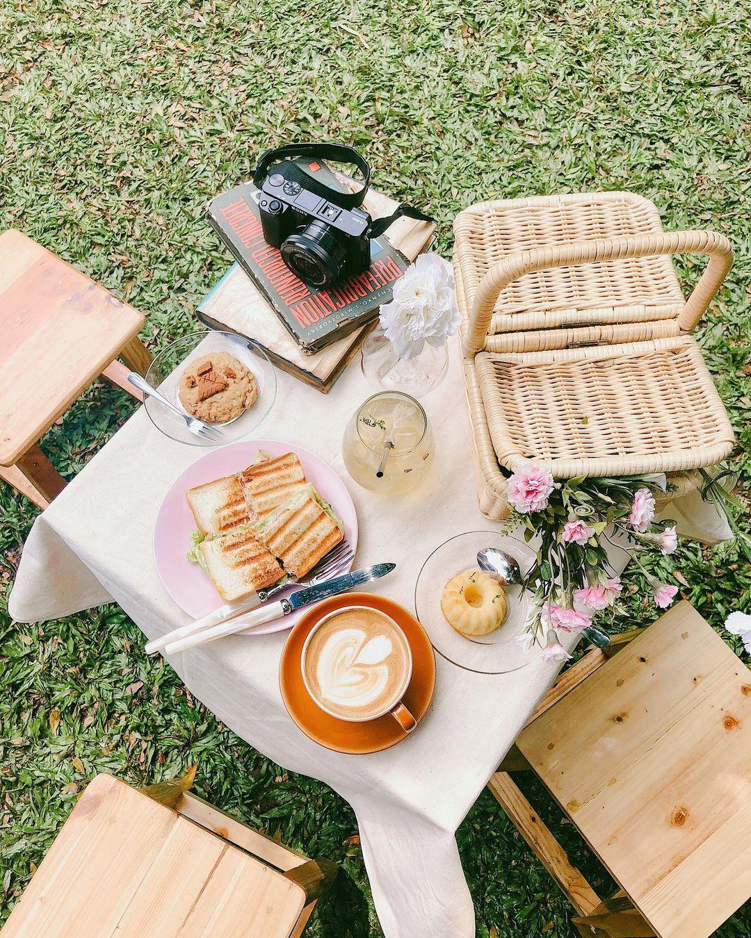 Piknik Di Cafe Dia Jakarta Image From @lucettajoselyn