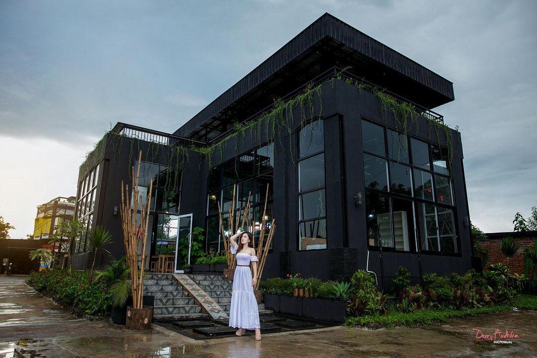 Sangkara Garden Resto Cafe Image From @vevey_gouw