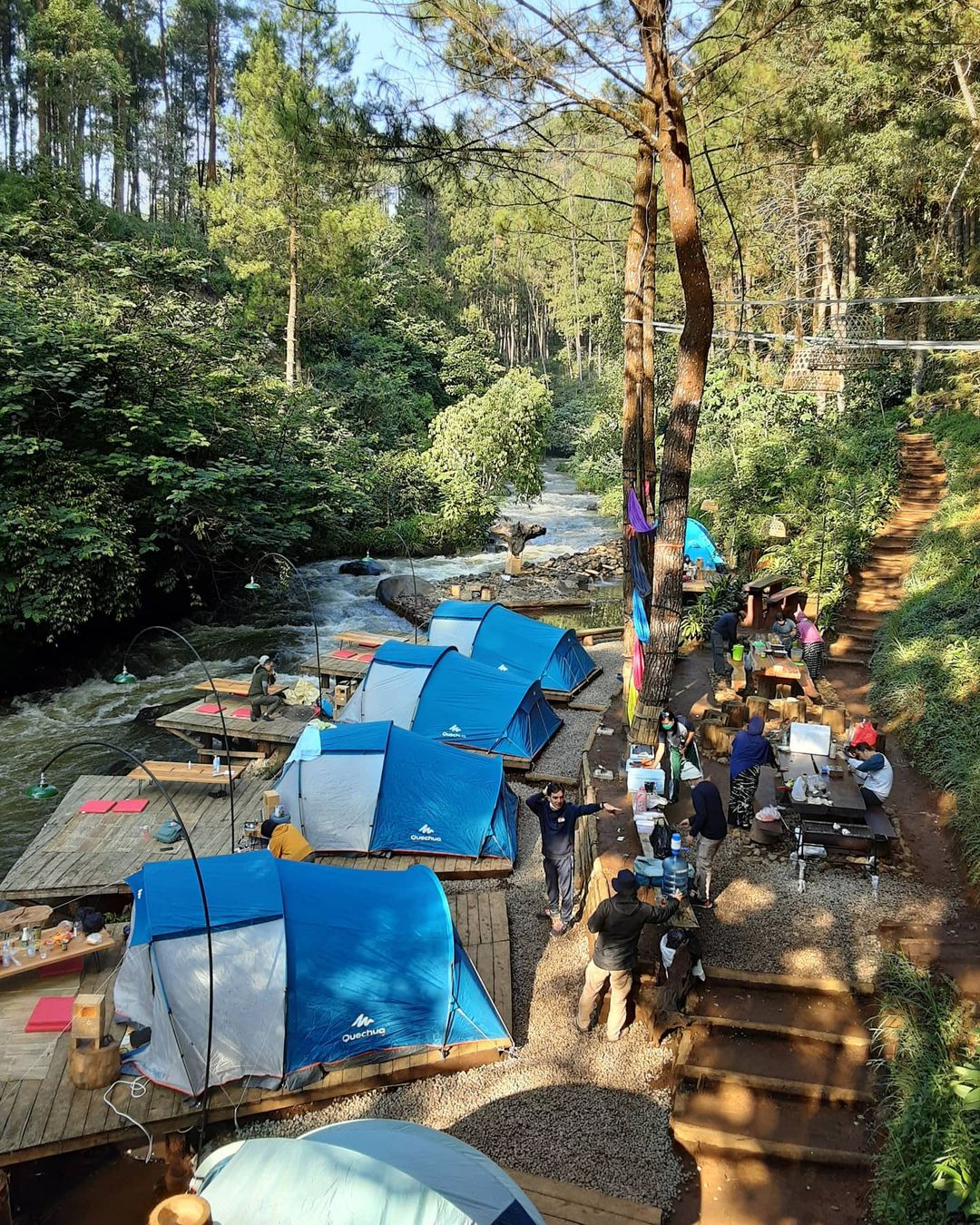 Suasana Pengunjung Di Pineus Tilu Riverside Image From @pineustilu