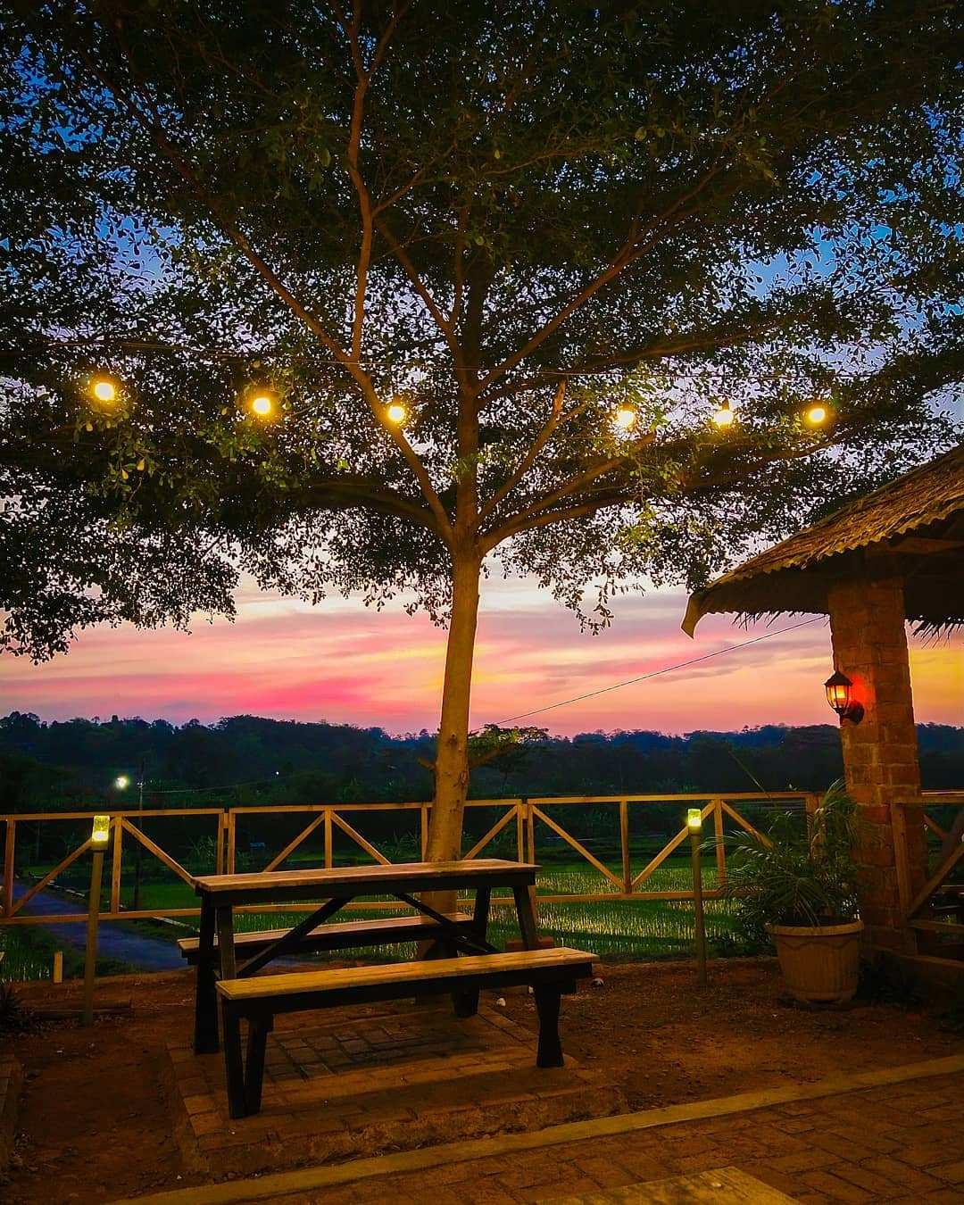 Suasana Sunset Di Cafe Rolet Jepara Image From @putrianggun33
