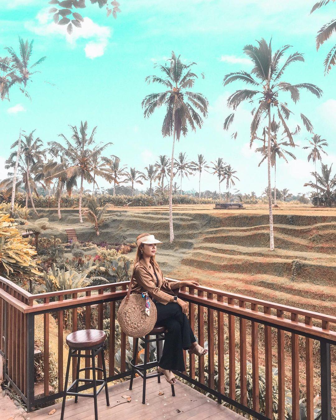 Tempat Duduk Dengan View Pemandangan Di Secret Garden Village Bali Image From @ekacandradewi