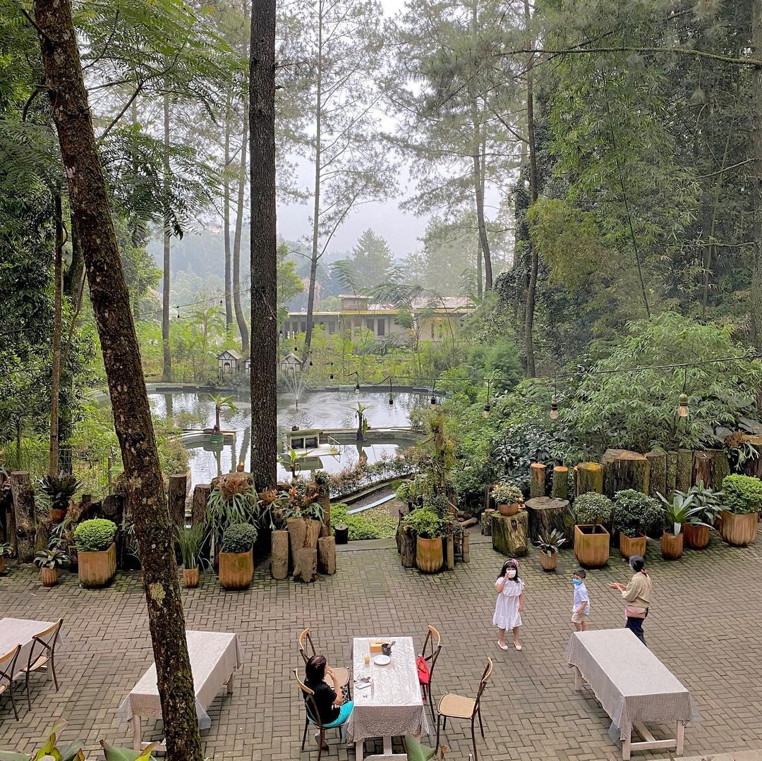 Tempat Outdoor Di The Lake House Bogor Image From @putikania