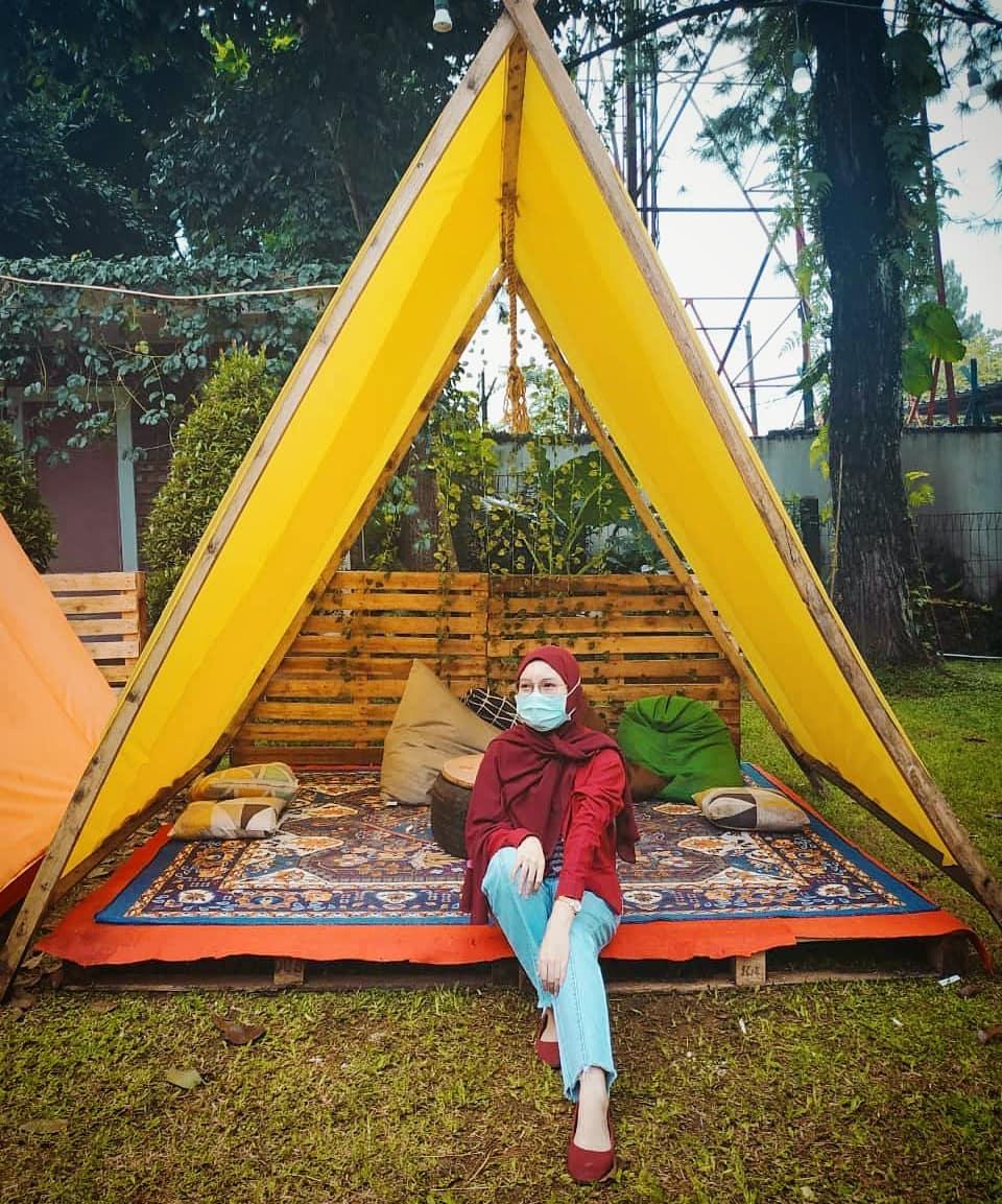 Tenda Kecil Di Cafe The Ironbee Bogor Image From @nurulwijaya01