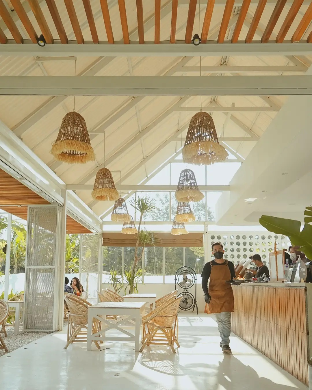 Bagian Indoor Padiku Eatery Coffee Jogja Image From @bayuwisena