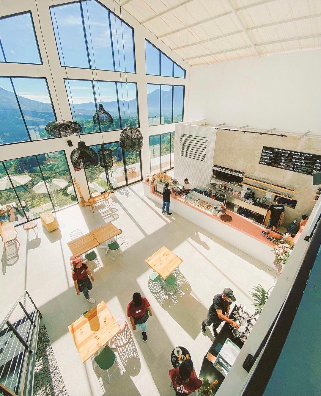 Bagian Indoor Paperhills Cafe Kintamani Image From @kulinersamamas