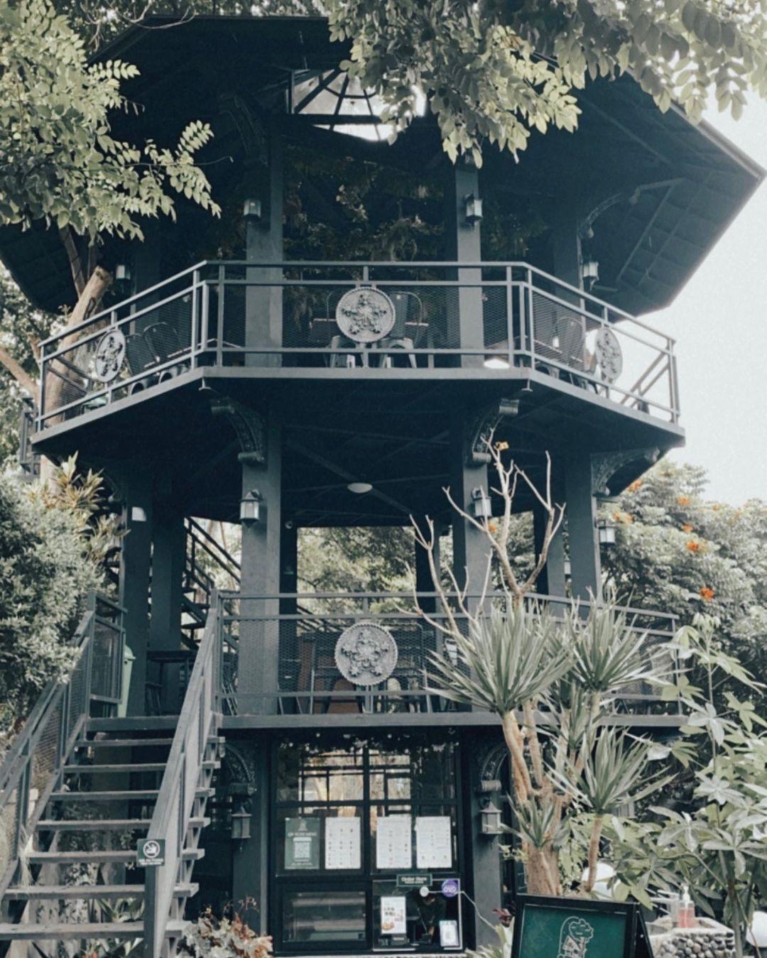 Bangunan Seperti Menara Di Kopi Bawah Pohon Cafe Bandung Image From @its Mycoffee
