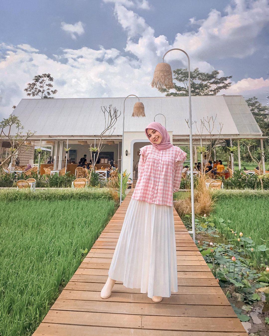 Berfoto Di Cafe Padiku Image From @cherrymix_21