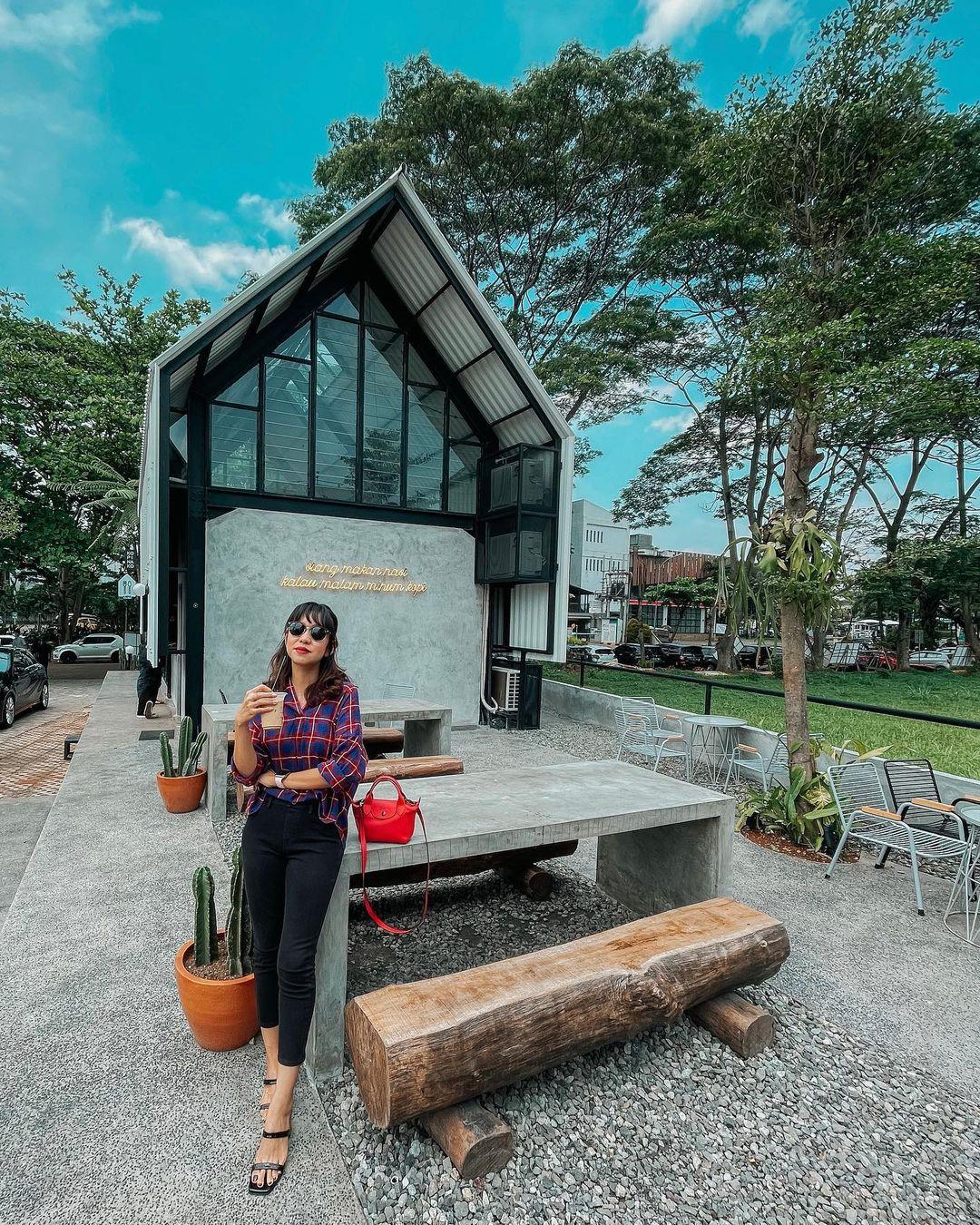 Berfoto Di Kopi Nako Alam Sutera Image From @ichbindewi