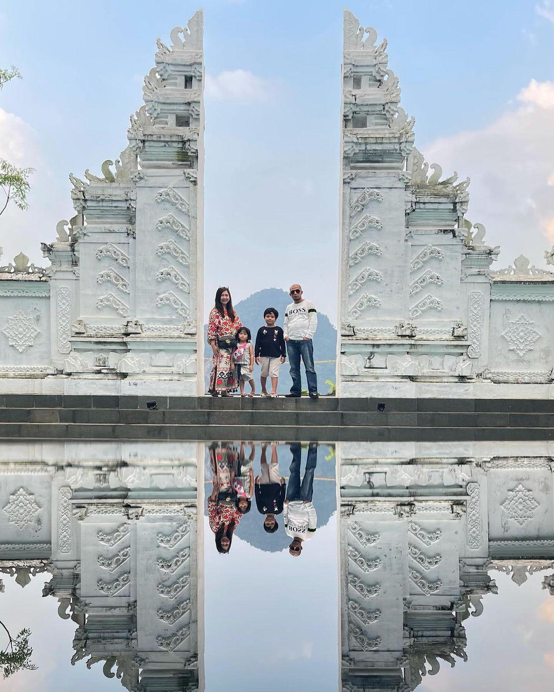 Berfoto Di Spot Foto Mandapa Kirana Sentul Bogor Image From @merryaulia19