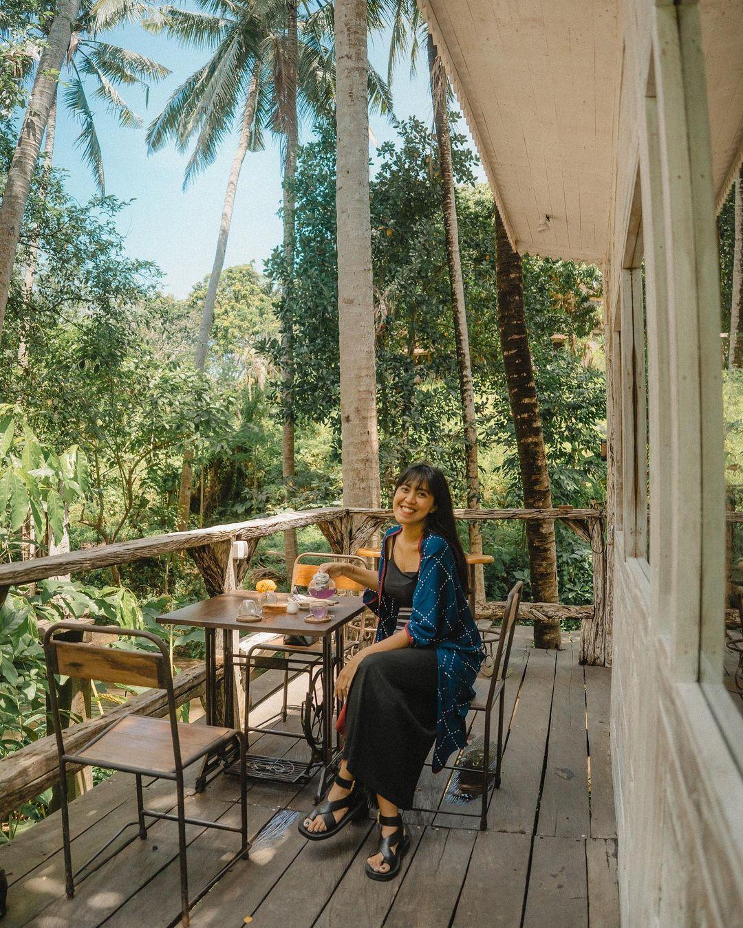 Bersantai Di Cafe Lusi Pakan By The River Bali Image From @kadekarini