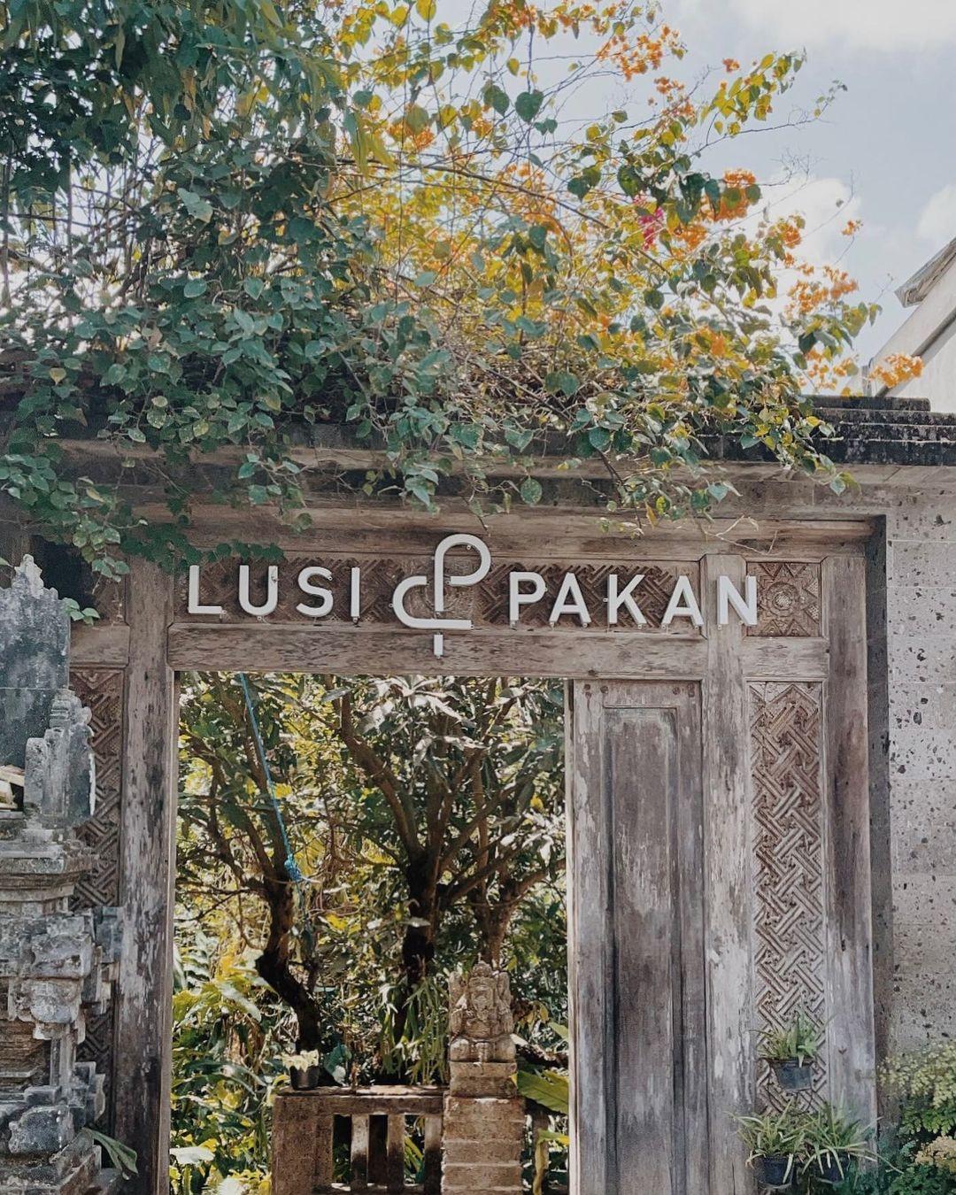 Gerbang Cafe Lusi Dan Pakan Bali Image From @sipinacoladas