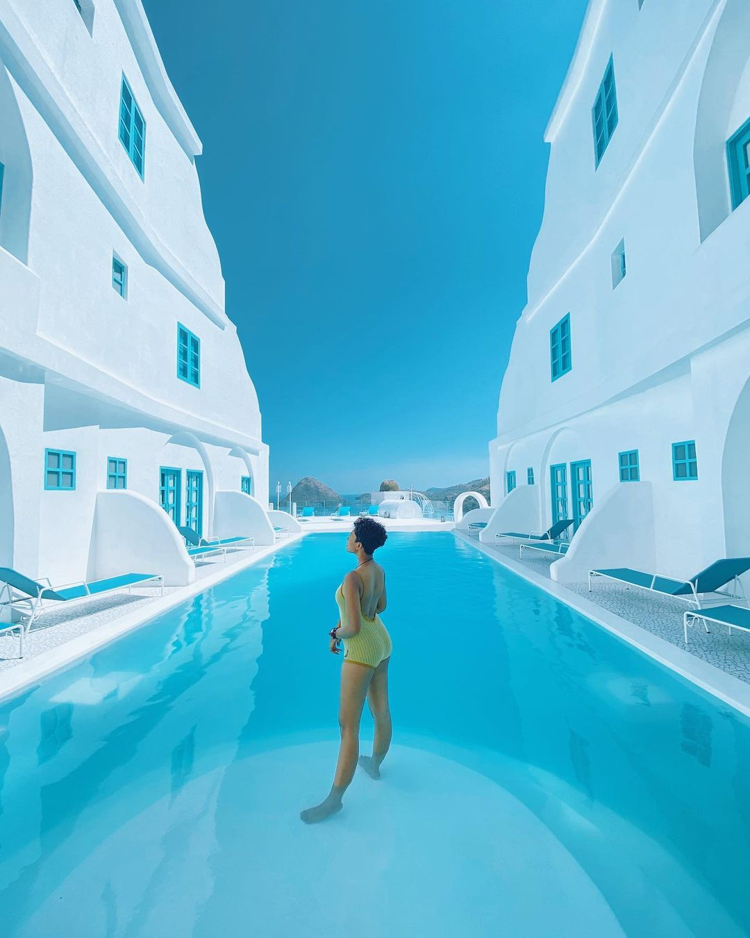 Kolam Renang Yang Diapi 2 Bangunan Di Loccal Collection Hotel Labuan Bajo Image From @rivanibistolen