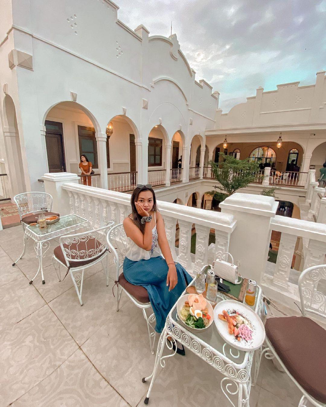Menikmati Makanan Di Pitaloka Resto Bali Image From @dewiradityaa