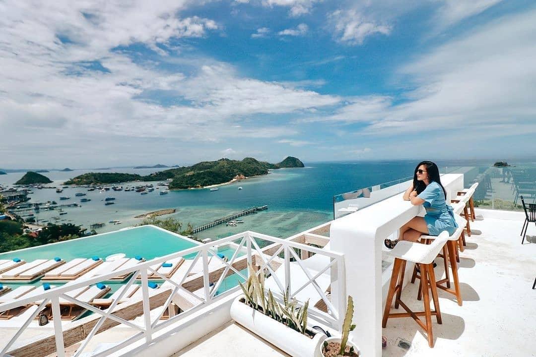 Menikmati Pemandangan Dari Loccal Collection Hotel Labuan Bajo Image From @wulanguritno