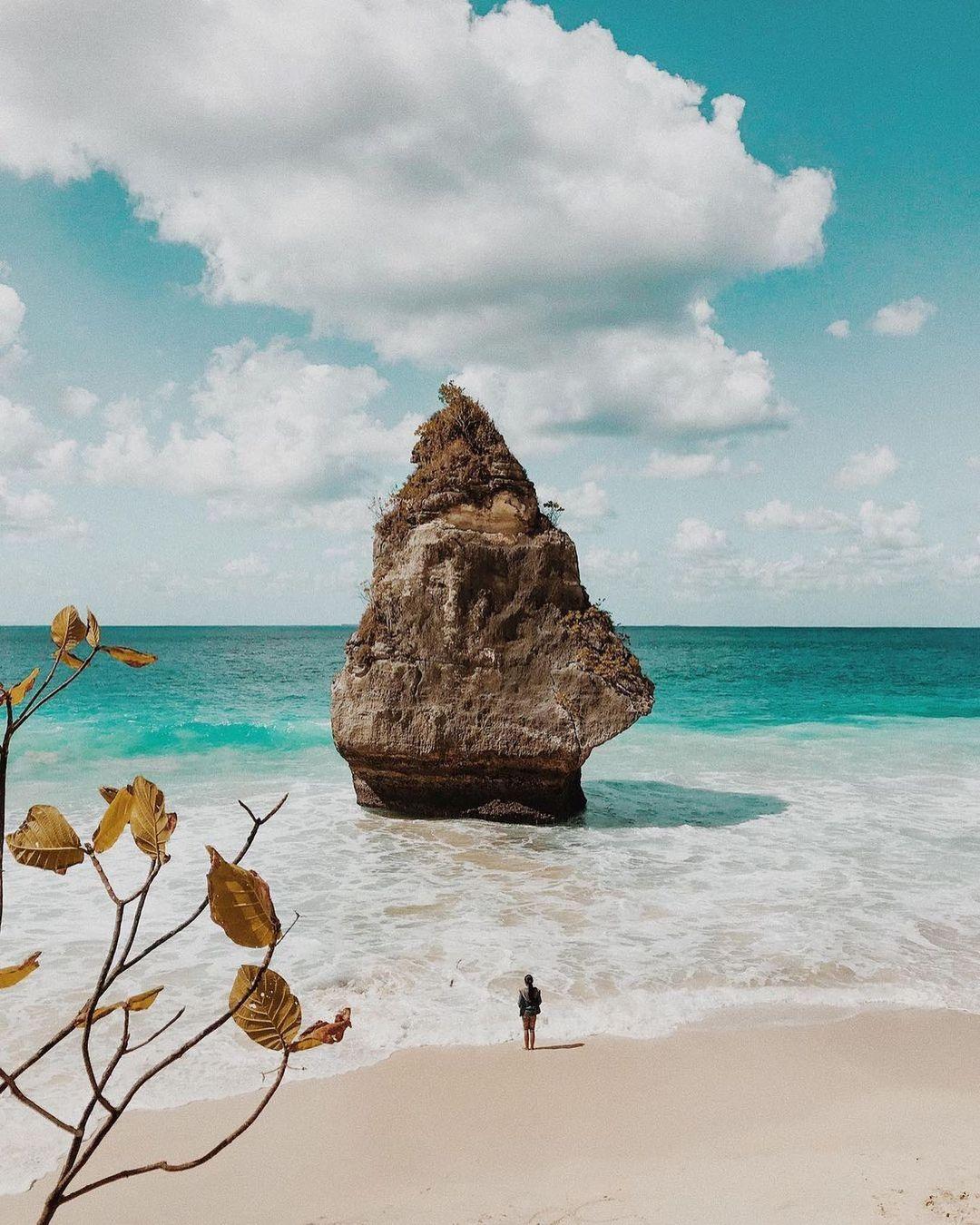 Pantai Suwehan Nusa Penida Bali Image From @sendalbukit