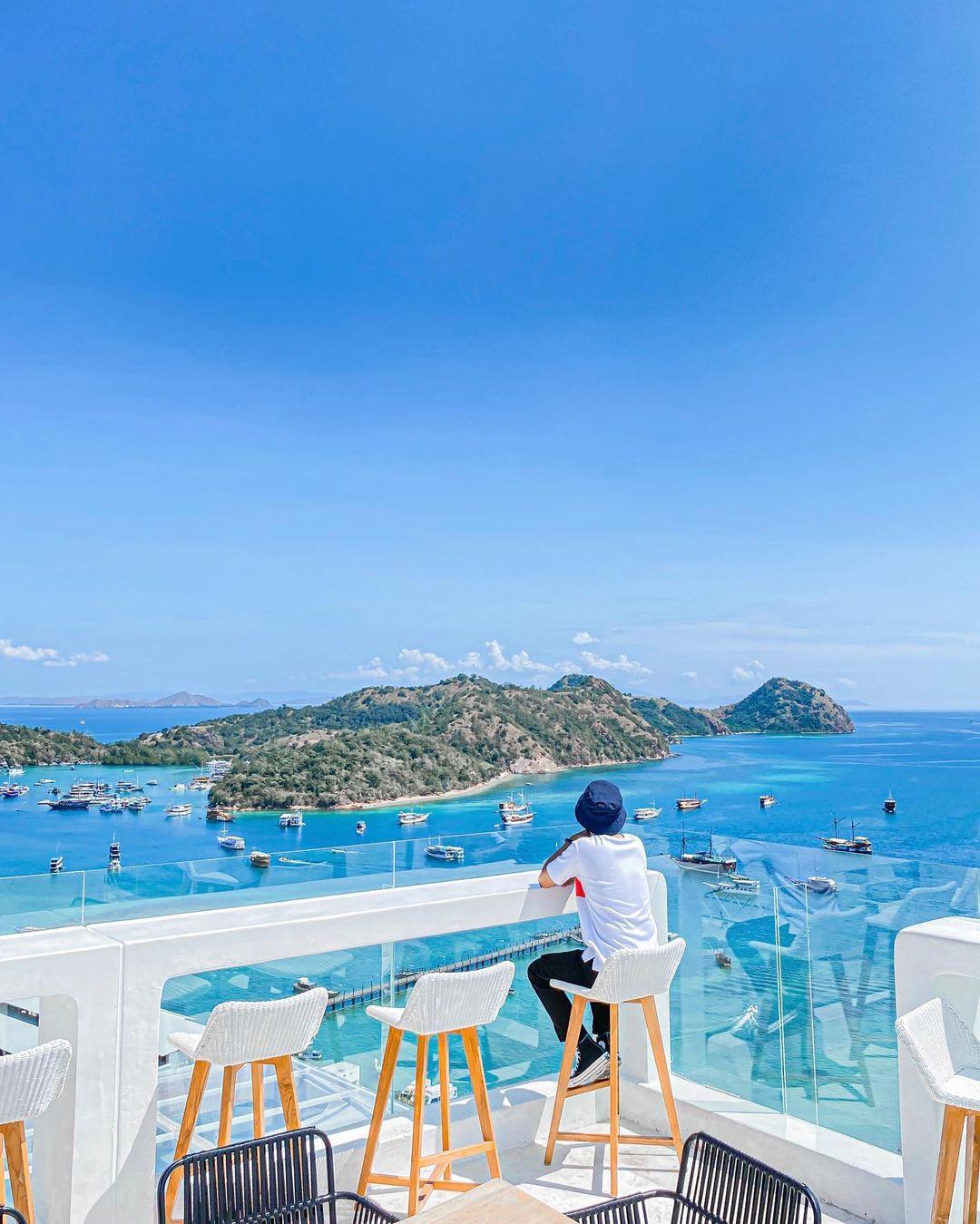 Pemandangan Pulau Dan Kapal Dari Loccal Collection Hotel Labuan Bajo Image From @drewrumangun