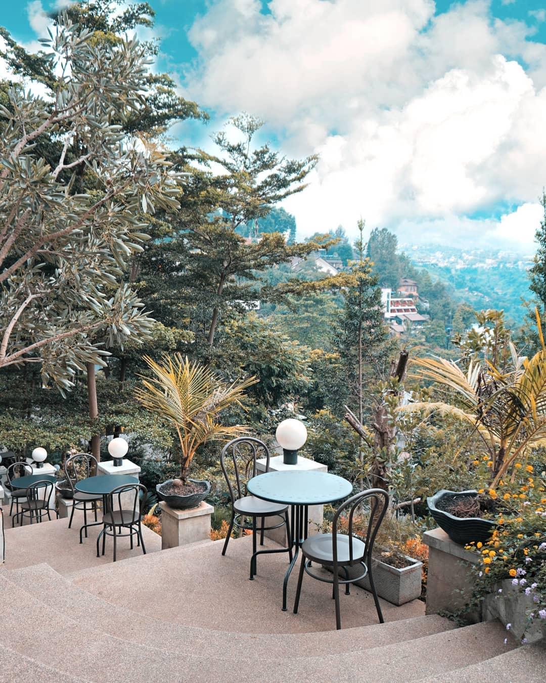 Pemandangan Di Lokasi Cafe Image From @kopibawahpohoncafe