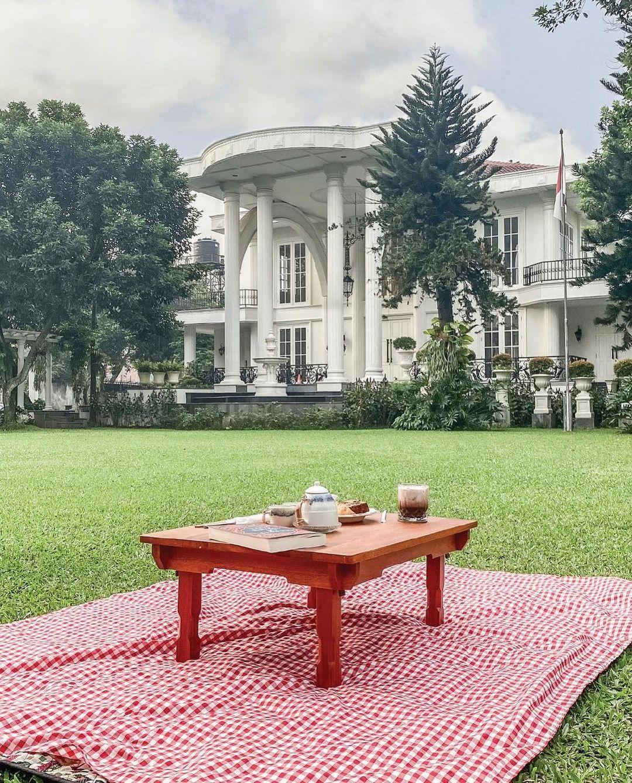 Piknik Di The Manor Cafe Depok Image From @jktgo