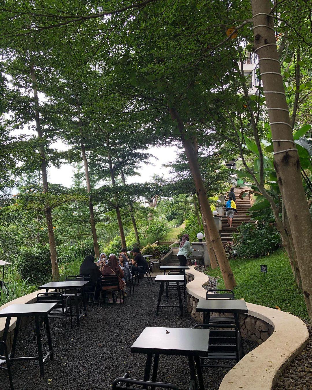 Spot Outdoor Kopi Bawah Pohon Cafe Bandung Image From @renisetiyani19