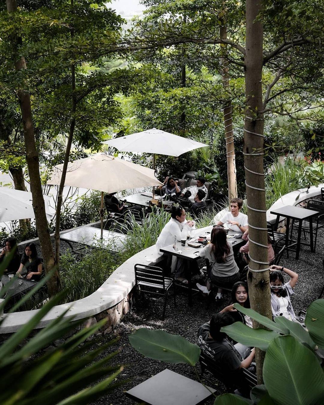 Suasana Pengunjung Di Cafe Kopi Bawah Pohon Image From @aa_fotokopi