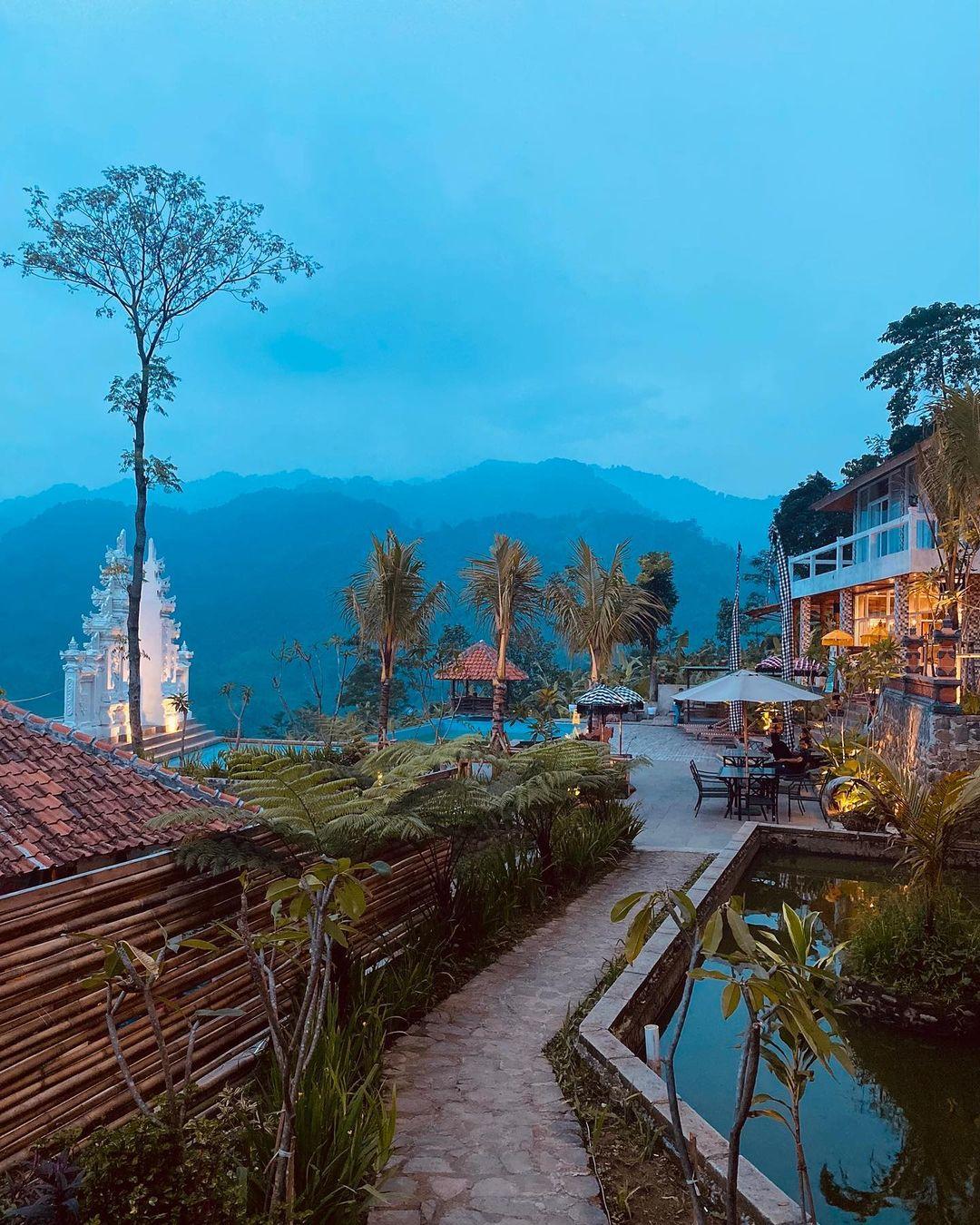 Suasana Di Mandapa Kirana Resort Sentul Bogor Image From @daniel_candra
