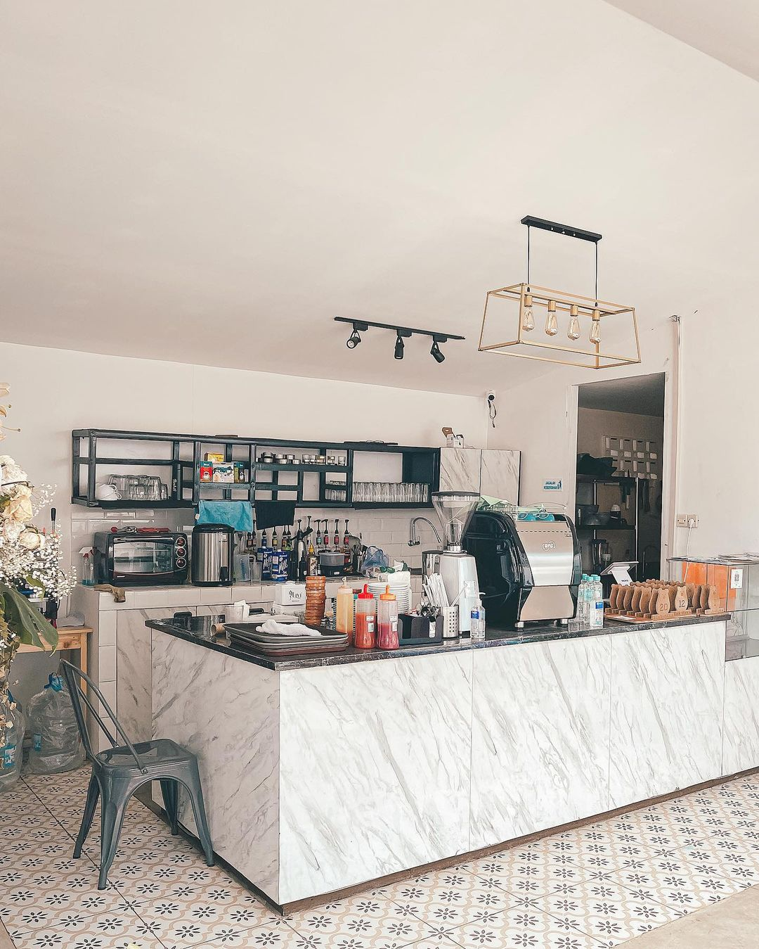 Bagian Dalam Bear Sama Cafe Meruya Image From @ivanmarchius