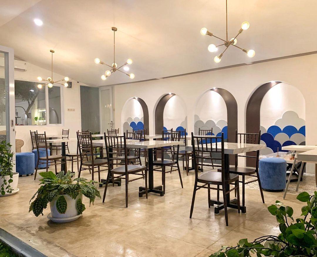Bagian Indoor Bear Sama Cafe Jakarta Barat Image From @bearsama_cafe