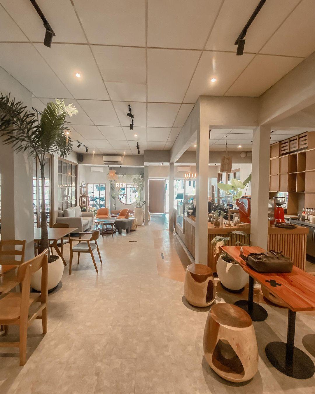 Bagian Indoor Ren Coffee Eatery Tebet Image From @mrkulinerjkt