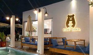 Bear Sama Cafe Pada Malam Hari Image From @bearsama_cafe