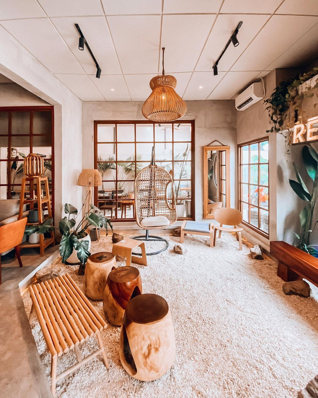 Dekorasi Di Ren Coffee Jakarta Selatan Image From @mrkulinerjkt