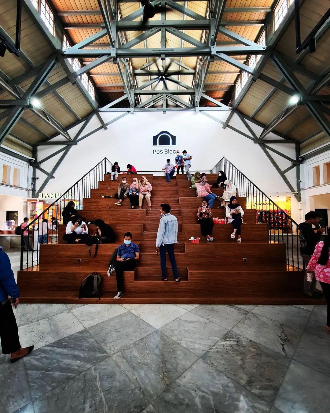 Suasana Pengunjung Di Pos Bloc Jakarta Image From @walking Around Id_